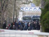 Türkiye'nin 'mülteci' açıklaması sonrası Yunanistan'da ordu alarma geçti, Kastanyes Sınır Kapısı kapatıldı