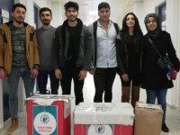 LAÜ öğrencileri Kızılay Derneği'ne kıyafet  bağışladı