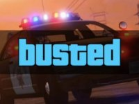 11 yaşındaki çocuklarının GTA oynamasında sıkılıp araba kullandırdılar; polis ceza yazdı