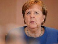 Koronavirüs - Merkel: Virüs Almanya nüfusunun yüzde 60 ila 70'ine bulaşabilir