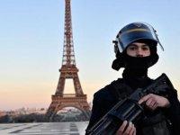 Fransa'da Koronavirüs Nedeniyle Serbest Dolaşıma Sınırlandırma Getiriliyor