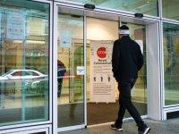 İngiltere'de 65 bin emekli doktor ve hemşire göreve çağrılıyor