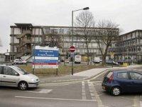 Londra'daki büyük bir hastane koronavirüs hastaları yüzünden yoğun bakım kapasitesinin dolduğunu belirterek 'kritik durum' ilan etti
