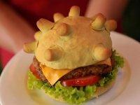 Vietnamlı lokanta sahibi, koronavirüs şeklinde hamburger ekmeği yaparak müşteri çekmeye çalışıyor