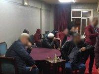 İstanbul'da kahvehanede okey oynayanlar yakalandı