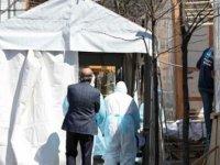 New York'ta Kovid-19'dan Ölenlerin Cenazeleri Mobil Morglara Yüklendi