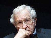 """Noam Chomsky: """"Koronavirüsün iyi yanı, belki de insanları nasıl bir dünya istediğimiz konusunda düşünmeye itmesi olacak"""""""