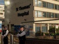 İngiltere Başbakanı Johnson Solunum Cihazına Bağlanmadı, Oksijen Desteği Aldı