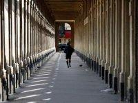 Fransa: Bazı kentlerde halka maske dağıtma kararı, Paris'te gündüz koşuya çıkmak yasaklandı