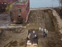 New York'ta Koronavirüs'ten hayatını kaybedenler toplu mezarlara gömülmeye başlandı