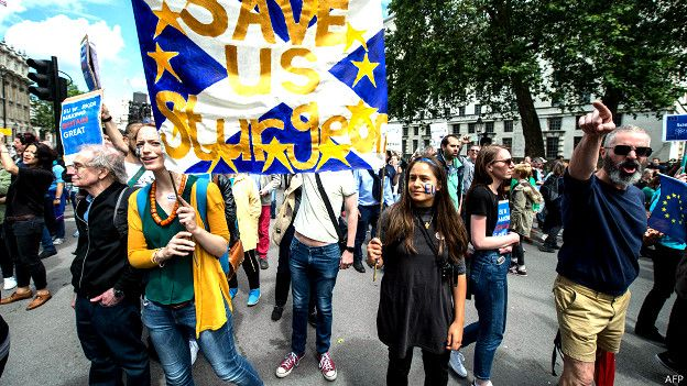 160702154027_anti_brexit_rally_london_624x351_afp.jpg