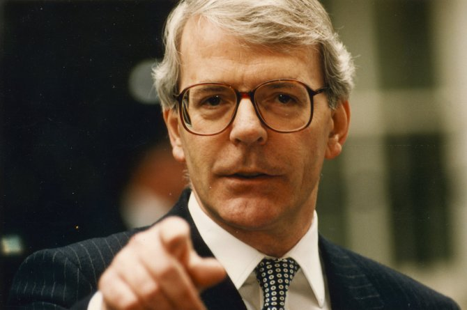 786809_john-major-pm-talking-to-journalists-in-downing-street-before-leaving-for-waterloo..jpg