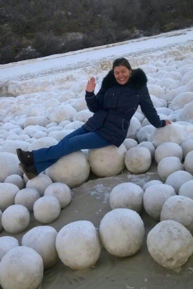 _92287278_snowballs3.png