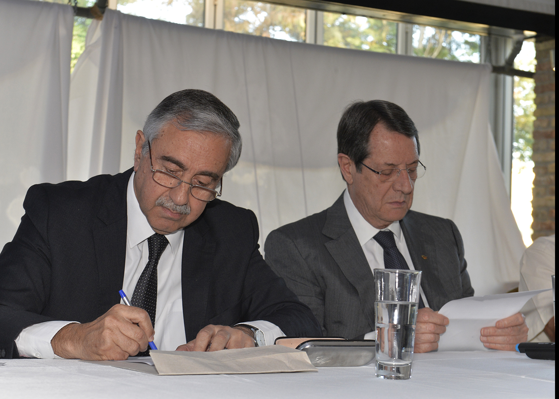 cb-akinci---anastasiadis-ara-bolge-cyprus-academic-dialogue--iki-toplumlu-etkinlik-foto_1-(4)-001.jpg