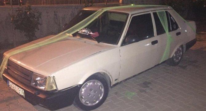 gelin-arabasi-gibi-suslenen-otomobilde-uyusturucu-ele-gecirildi_6104_dhaphoto1.jpg