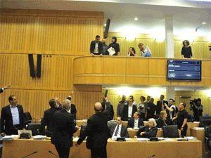 VİDEOLU: İşte Rum Temsilciler Meclisi'nde yaşanan olaylar...