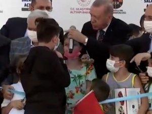 Erdoğan'dan uzun saçlı çocuğa: Ulan oğlum bu ne hal?