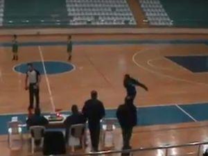 Milli takım antrenörünün yaptığına bak