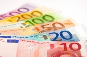 8345417-pile-of-euro-banknotes[1]