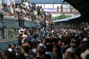 india-packed-train-0