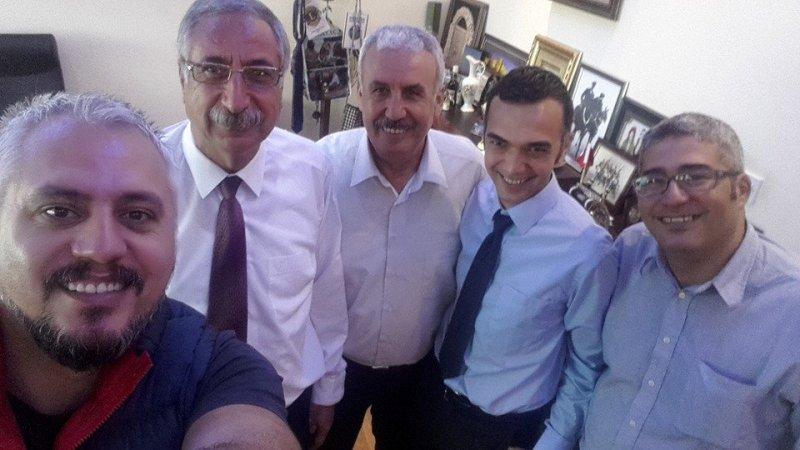 GİRNE HATIRASI: Girne Belediye Başkanı Nidai Güngördü ile dün uzun, samimi bir görüşme gerçekleştirdik. Bizde, Girne kentinin hak ettiği yerde olmadığını düşünenlerdeniz. Güngördü röportajını çok kısa bir süre sonra okuyacaksınız. Görsel yönetmenimiz Mehmet Eş'in selfisi ile Girne Hatırası.