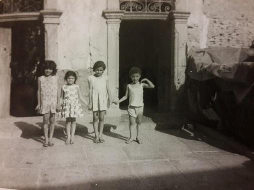 Ulus yeğenleri ile (En sağda)