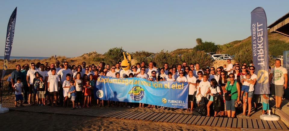 Kaplumbağaları denize bırakma_sahil temizliği yapıldı 2015_Turkcell fotolar (3)