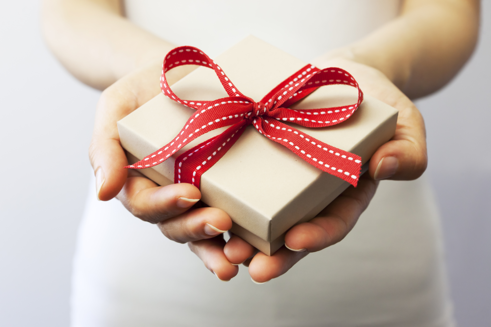 a_gift_for_you_red_ribbon_present_hands_hd-wallpaper-1642917