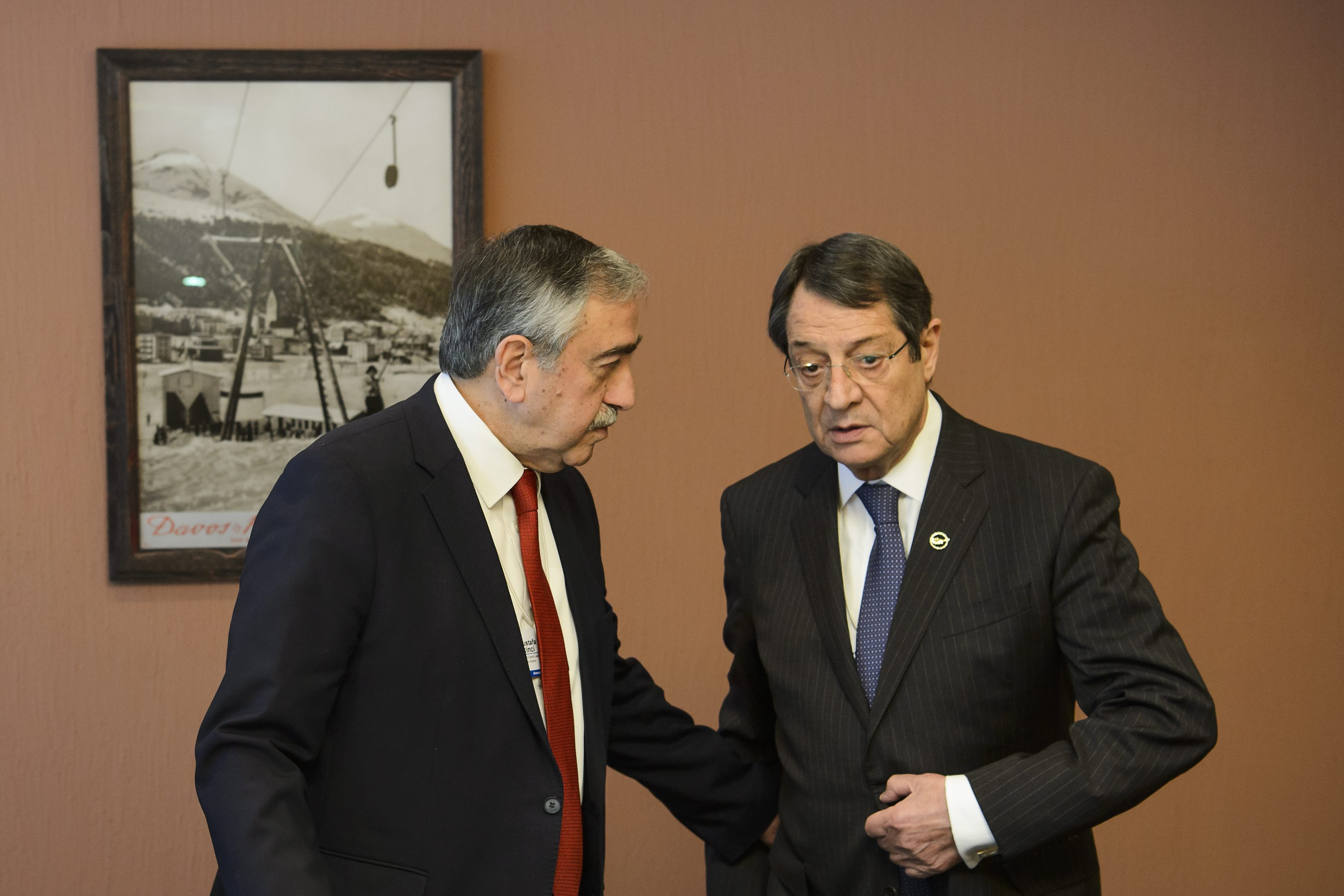 epa05115854 Turkish Cypriot leader, Mustafa Akinci, (L), talks to Greek Cypriot leader, Nicos Anastasiades, (R), during a bilateral meeting at the 46th Annual Meeting of the World Economic Forum, WEF, in Davos, Switzerland, 21 January 2016. The overarching theme of the Meeting, which takes place from 20 to 23 January, is 'Mastering the Fourth Industrial Revolution.' EPA/JEAN-CHRISTOPHE BOTT