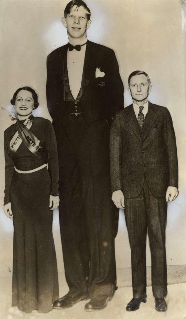 Resimde 2.51 boyu ile Edouard Beaupre objektife yansıdı.